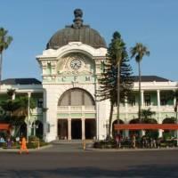Maputo's colourful train station