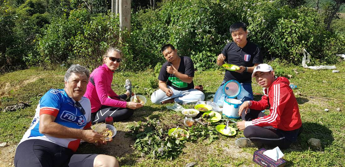 Lunch stop en route to Muang Hiem |  <i>Sandra Hopkins</i>