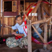 Woman spinning in weaving workshop in Phaw Khone, Inle Lake | Richard I'Anson
