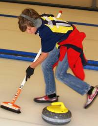 Curling on the Otago Rail Trail Family Adventure&#160;-&#160;<i>Photo:&#160;Gesine Cheung</i>
