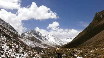 Views down a rocky valley on the Bhutan Jomolhari Trek | Lisa Delorme