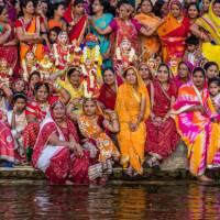 Local women on the ghats at Pichola Lake, Udaipur | Richard I'Anson
