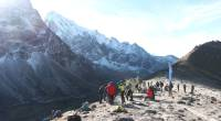 Groups of trekkers standing at the top of Cho La Pass |  <i>Ayla Rowe</i>