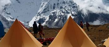 Setting up camp at the base of Kongama La on the Everest High Passes Trek | Gavin Yeates