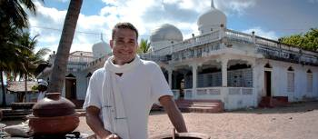 Peter will take you behind the scenes and introduce you to all the delights of Sri Lankan cuisine